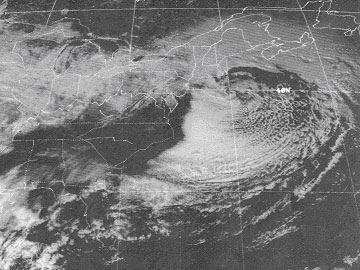 Visible Satellite image showing 'eye-like' structure near the 40/70 benchmark 2/7/78.